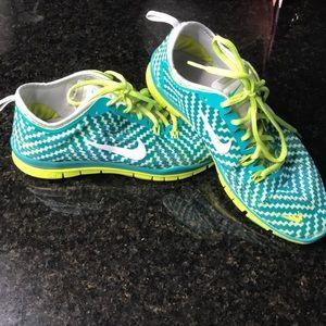 Nike free run 5.0 TR fit 4 print size 8